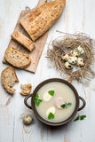 Sopa hecha en casa con los huevos y la salchicha Imagen de archivo