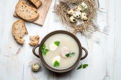 Sopa hecha en casa con los huevos y la salchicha Imágenes de archivo libres de regalías