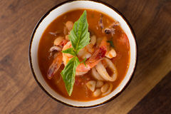 Sopa hecha en casa de Fagioli del Calamari Foto de archivo libre de regalías