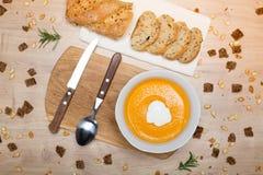 Sopa hecha en casa de la crema de la calabaza de otoño Fotos de archivo
