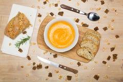 Sopa hecha en casa de la crema de la calabaza de otoño Imagen de archivo libre de regalías