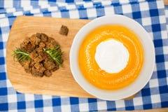 Sopa hecha en casa de la crema de la calabaza de otoño Imagenes de archivo