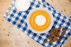 Sopa hecha en casa de la crema de la calabaza de otoño Imagen de archivo