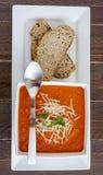 Sopa hecha en casa fresca del tomate Imagenes de archivo
