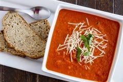 Sopa hecha en casa fresca del tomate Imágenes de archivo libres de regalías