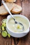 Sopa hecha fresca del puerro Foto de archivo libre de regalías