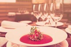 Sopa na tabela, imagem tonificada foto de stock