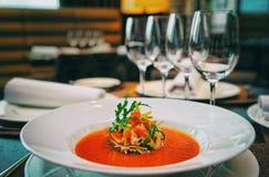 Sopa na tabela, tonificada foto de stock