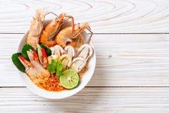 sopa picante de los camarones (Tom Yum Goong imagen de archivo libre de regalías