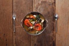 Sopa picante de los mariscos con la hierba Fotos de archivo libres de regalías