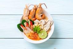 sopa picante dos camarões (Tom Yum Goong) imagem de stock royalty free