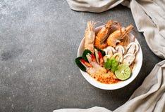sopa picante dos camarões (Tom Yum Goong) fotos de stock royalty free