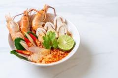 sopa picante dos camarões (Tom Yum Goong fotos de stock royalty free