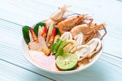 sopa picante dos camarões (Tom Yum Goong fotografia de stock royalty free