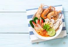 sopa picante dos camarões (Tom Yum Goong imagem de stock