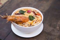 Sopa picante tailandesa Koong do yum de Tom foto de stock