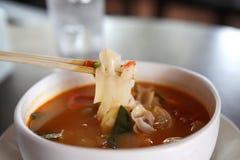Sopa picante tradicional tailandesa da sopa de Tom Yum imagens de stock