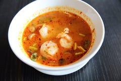 Sopa picante tradicional tailandesa do camarão da sopa de Tom Yum imagem de stock