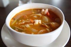 Sopa picante tradicional tailandesa do camarão da sopa de Tom Yum imagens de stock