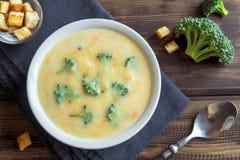 Sopa poner crema con bróculi Foto de archivo libre de regalías