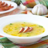 Sopa poner crema de la lenteja roja con la carne ahumada, pato, pollo Imágenes de archivo libres de regalías