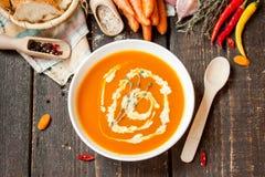 Sopa poner crema de la zanahoria Foto de archivo libre de regalías