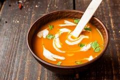 Sopa poner crema de la zanahoria Foto de archivo