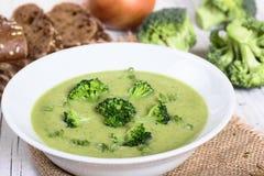 Sopa poner crema del bróculi Fotos de archivo