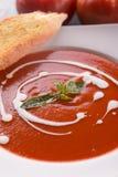Sopa roja del tomate con nata para montar Foto de archivo libre de regalías