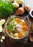 Sopa Salmon com vegetais imagens de stock royalty free