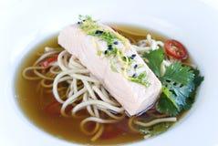 Sopa salmon oriental imagem de stock