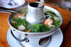 Sopa tailandesa da especiaria de Tom yum, alimento tailandês popular imagem de stock