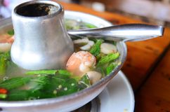 Sopa tailandesa da especiaria de Tom yum, alimento tailandês popular foto de stock royalty free