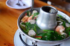 Sopa tailandesa da especiaria de Tom yum, alimento tailandês popular fotografia de stock royalty free