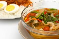 Sopa tailandesa de tom do cogumelo do alimento do vegetariano yum fotos de stock royalty free