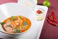 Sopa tailandesa del camarón de tom yum imagenes de archivo