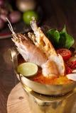 Sopa tailandesa picante do marisco do goong de Tom yum fotos de stock