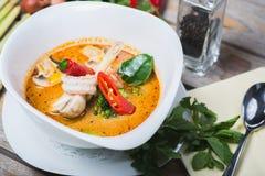 Sopa tailandesa picante tradicional de Tom Yam foto de stock