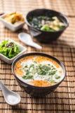 Sopa tailandesa tradicional Tom Yum com leite do camarão e de coco foto de stock royalty free