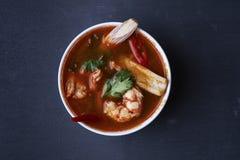 Sopa tom yum com camarões foto de stock