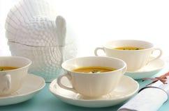 Sopa tradicional da abóbora da ação de graças em pálido - tabela azul Imagem de Stock