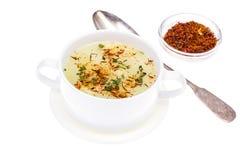 Sopa vegetal com açafrão na bacia branca Fotografia de Stock