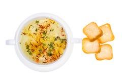 Sopa vegetal com açafrão na bacia branca Foto de Stock