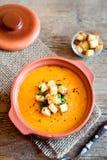 Sopa vegetal con los cuscurrones fotos de archivo