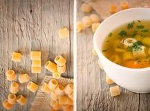 Sopa vegetal del collage con las pastas foto de archivo