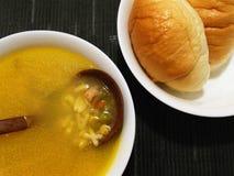 Sopa y pan Imágenes de archivo libres de regalías