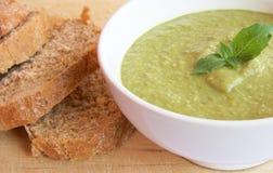 Sopa y pan de guisante Fotografía de archivo
