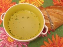Sopa y pan en servilleta Imagen de archivo libre de regalías