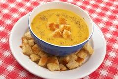 Sopa y pan poner crema vegetales Imagenes de archivo