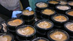 Sopas calientes en platos pl?sticos metrajes